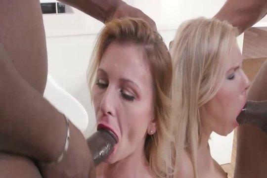 Дикая ебля блондинок с неграми с анальным фистингом и пролапсом