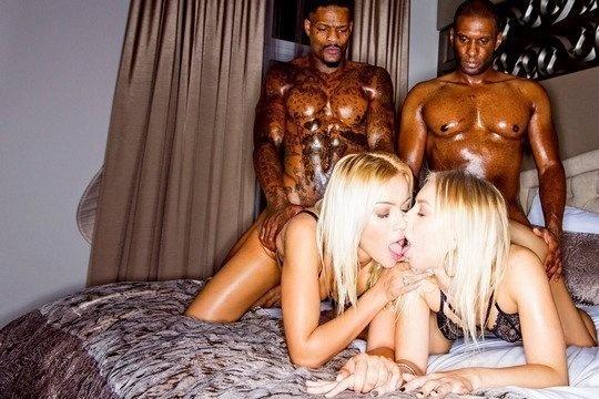 Блондинка БИ Cherry Kiss подбила подругу на анальное свинг порно с неграми