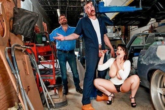 Брюнетка с натуральной грудью Nadia White изменила мужу с автослесарем