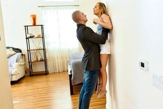 Брат жестко ебет сестру блондинку Natalie Knight за то что лазит по шкафам