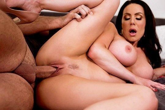 Топовая милфа с шикарными формами Kendra Lust обожает большие члены