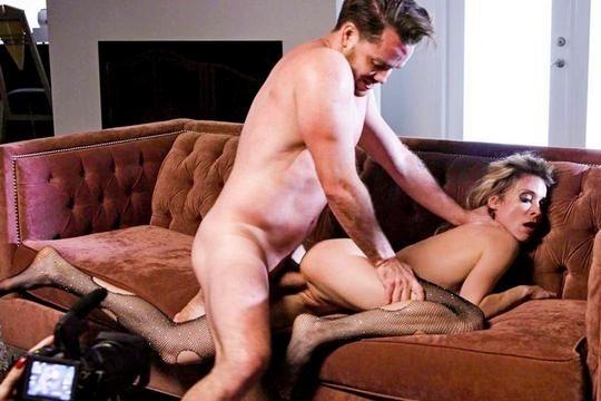 Худая зрелая блондинка Aiden Ashley жестко разъебана активным молодчиком