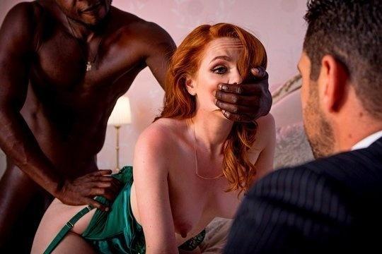 Рыжая секс вайф Ella Hughes расслабляется с негром на глазах у мужа куколда
