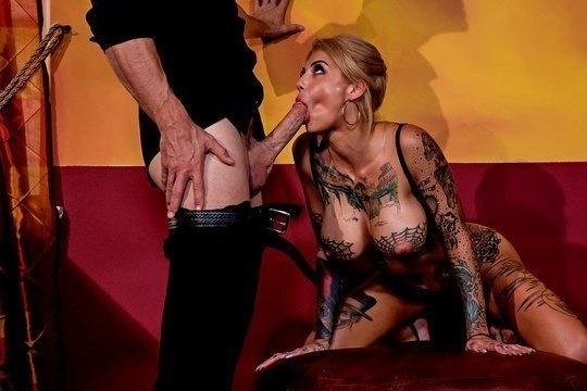 Лысый из Браззерс Johnny Sins жестко разъебал блондинку в татуировках Bonnie Rotten