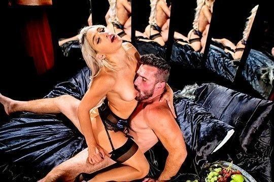 Элитная проститутка в чулках сполна отработала киской и ртом